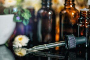 טיפול בתמציות פרחי באך